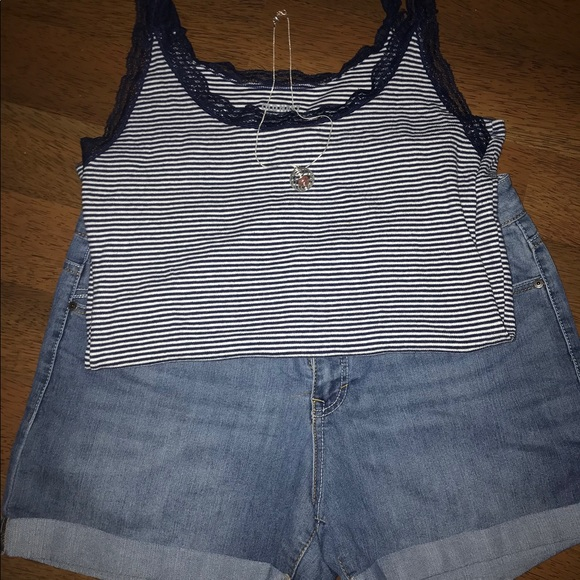 Old Navy Tops - 💙 Super cute Lace trim Tank 💙